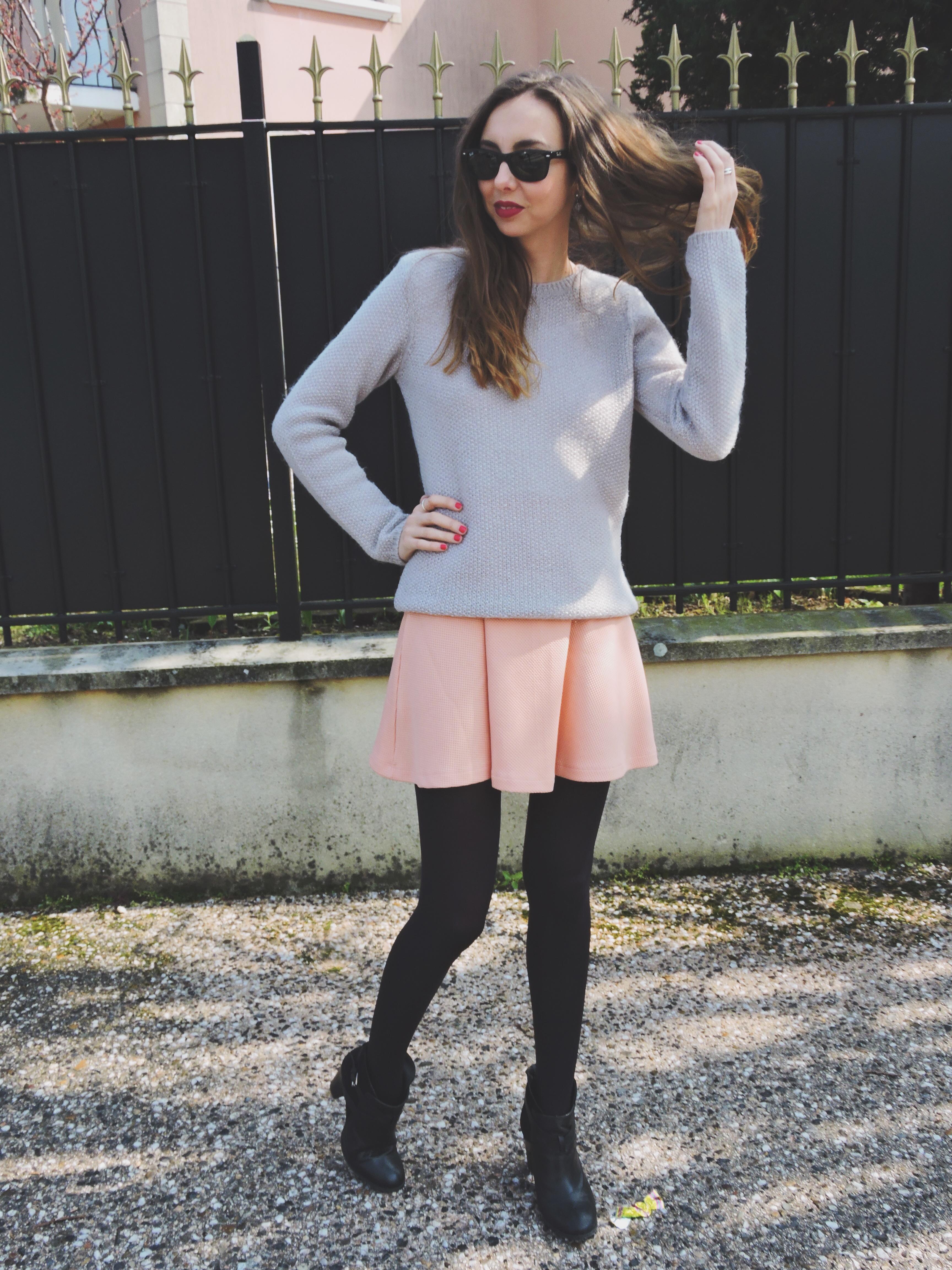 pull doudou gris jupe patineuse p che mademoiselle saki un blog beaut o l 39 on parle. Black Bedroom Furniture Sets. Home Design Ideas